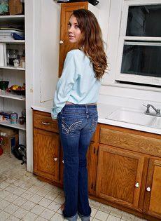 Очаровательная девица в красивом нижнем белье - фото #1