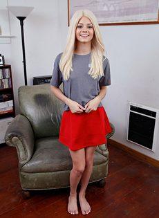 Американская студентка и ее очень красивая киска - фото #1