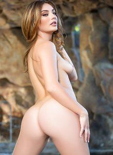 Начинающая модель попозировала обнаженной для мужского журнала - фото #14