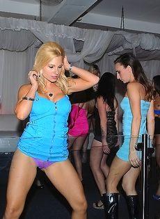 Вечеринка с пьяненькими девушками превратилась в групповушку - фото #9