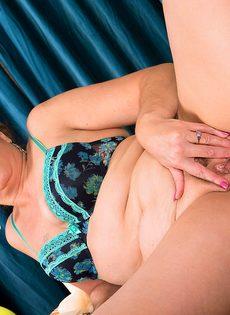 Зрелая женщина не против раздвинуть ножки - фото #9