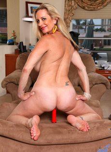 Вагинальная мастурбация от зрелой бабы с использованием секс игрушки - фото #11