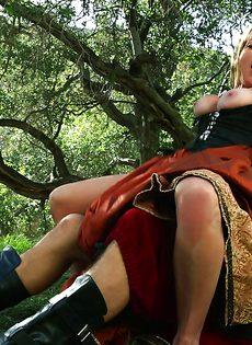 Горячо ебутся на природе и получают невероятное удовольствие - фото #11