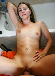 Домашний трах плоскогрудой худышки в мокрую вагину - фото #11