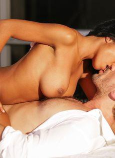 Занялся страстным сексом с шикарной негритянкой после поцелуев - фото #10