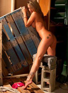Любительские фото красивой сиськастой девушки Nikki Sims - фото #14