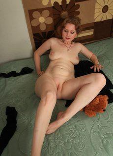 Частное эротическое фото с женщиной средних лет - фото #12