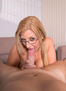Сара Джей разлеглась на столе и занялась вагинальным соитием - фото #4