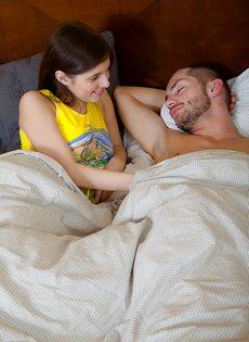 Утренний минет от молодой потаскушки и сперма в рот - фото #5