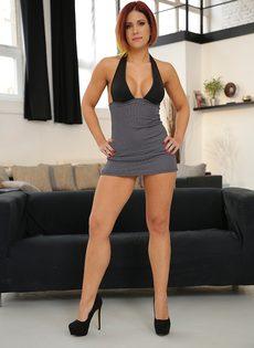 Кейти Фукдолл щеголяет сочной задницей в черных стрингах - фото #1