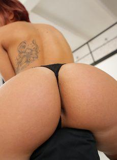 Кейти Фукдолл щеголяет сочной задницей в черных стрингах - фото #15