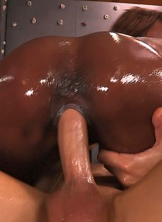 Секс с чернокожей в качалке - фото #10