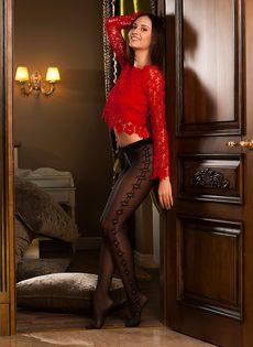 Тоненькая брюнетка в сексуальных черных колготках - фото #2