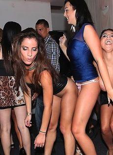Бухие девушки устроили групповой разврат на вечеринке - фото #13