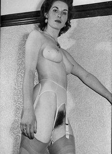 Эротические ретро фото бабенки с волосатой вагинальной дыркой - фото #4