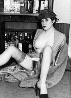 Эротические ретро фото бабенки с волосатой вагинальной дыркой - фото #11