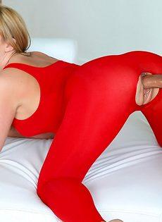 Девушки с аппетитными попами безумно любят анальный секс - фото #6