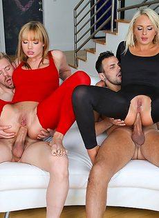 Девушки с аппетитными попами безумно любят анальный секс - фото #13