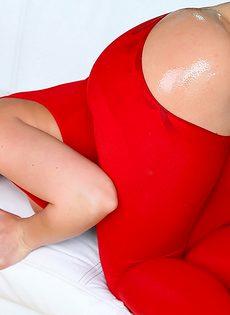 Групповой анальный трах раскрепощенных блондинок - фото #9