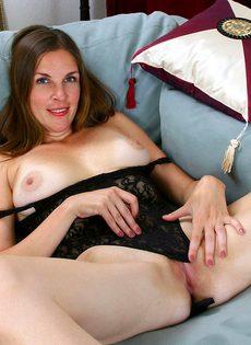 Эротические фотографии зрелой женщины с волосами на лобке - фото #6