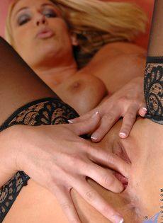 Меллани Монро обнажает красивые сиськи перед мастурбацией - фото #15