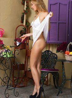 Возбуждающая фото сессия с участием молодой красавицы с шикарным телом - фото #3