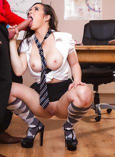 Грудастая студентка отдается преподавателю с большим удовольствием - фото #6