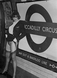 Винтажные фотографии женщины с упругими сиськами и волосатой пилоткой - фото #11