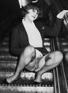 Винтажные фотографии женщины с упругими сиськами и волосатой пилоткой - фото #12