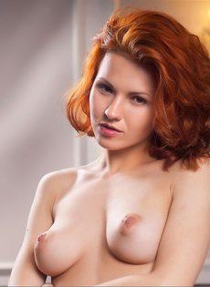 Обнаженная рыжая девушка - молода и красива - фото #10