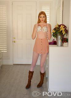 Молодушка потрогала розовую киску и завелась по полной программе - фото #8