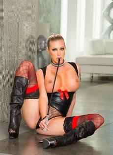 Гламурная порно звезда в сексуальном эротическом наряде - фото #5