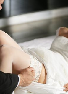 Новобрачные занялись сексом, не дождавшись брачной ночи - фото #6