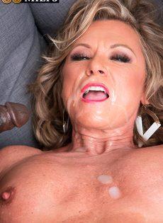 Зрелая женщина живет межрасовой сексуальной фантазией - фото #16