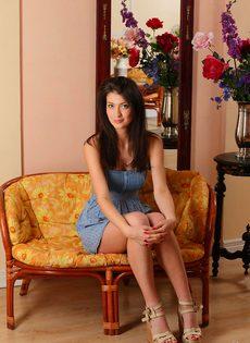 Красивая фото сессия молоденькой девки для мужского журнала - фото #1