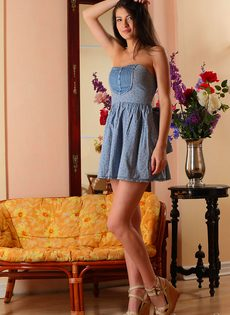 Красивая фото сессия молоденькой девки для мужского журнала - фото #3
