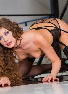 Красавица Елена Кошка радуется глубокому вагинальному проникновению - фото #8