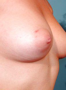 Похотливая девица раздевается и показывает интимные зоны - фото #5