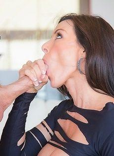Фантастическая мамка доводит лысого мужика до незабываемого оргазма - фото #7