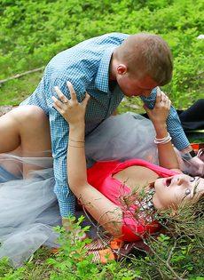 Паренек угостил спермой любимую девушку после полового акта - фото #11
