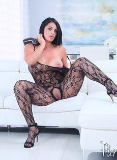 Аппетитная латинская куколка в сексуальном эротическом наряде - фото #10