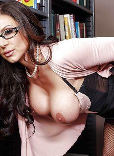 Секс с шикарной учительницей в сетчатых чулках Kendra Lust - фото #6