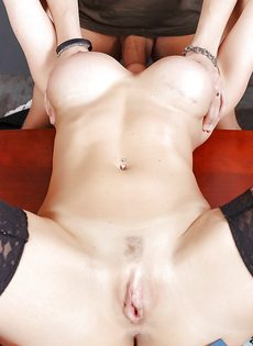 Секс с шикарной учительницей в сетчатых чулках Kendra Lust - фото #14