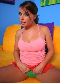 Аппетитная девица притронулась к вагинальной дырке и возбудилась - фото #4