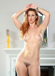 Девушка с интимной стрижкой на лобке хочет получить оргазм - фото #13
