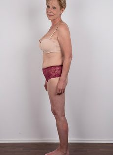 Обвисшая грудь и дряблая пизда старой развратной бабы - фото #6