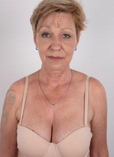Обвисшая грудь и дряблая пизда старой развратной бабы - фото #7