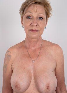 Обвисшая грудь и дряблая пизда старой развратной бабы - фото #10