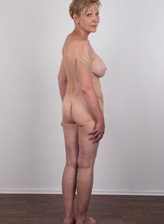 Обвисшая грудь и дряблая пизда старой развратной бабы - фото #17
