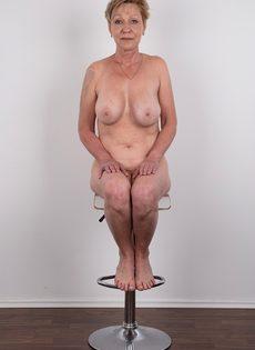 Обвисшая грудь и дряблая пизда старой развратной бабы - фото #18